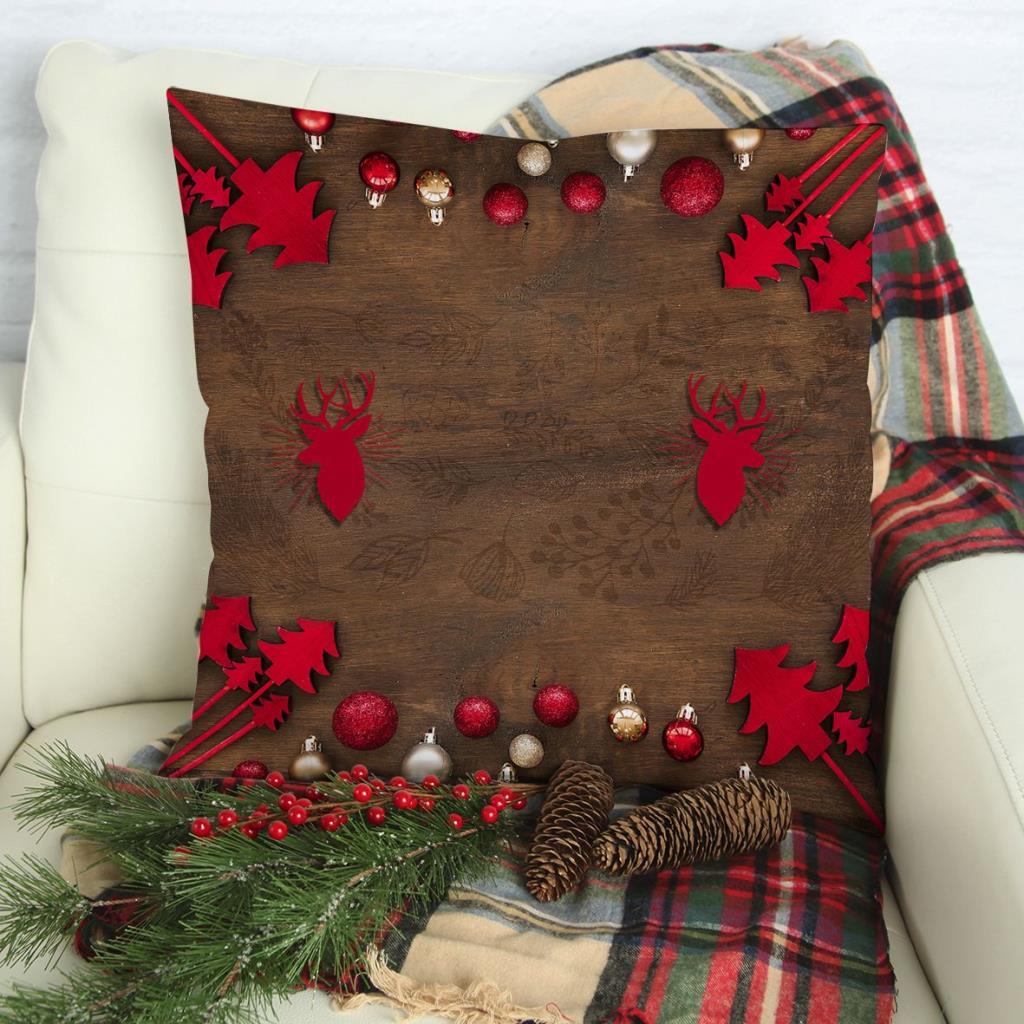 baskılı kırlent kılıfı ahşap üzerine kırmızı noel yılbaşı süsleri ile geyikli