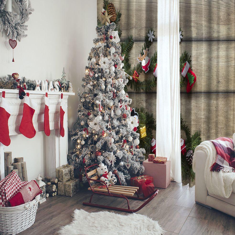baskılı fon perde ahşap üzerine noel süsleri hediye çorap ve dallar