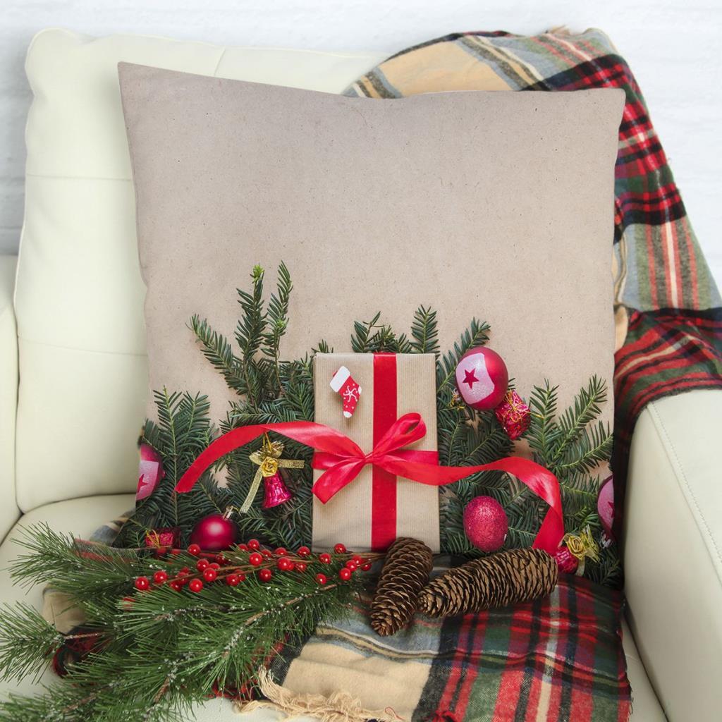 baskılı kırlent kılıfı çam dalları kırmızı noel süsleri ile hediye paketli
