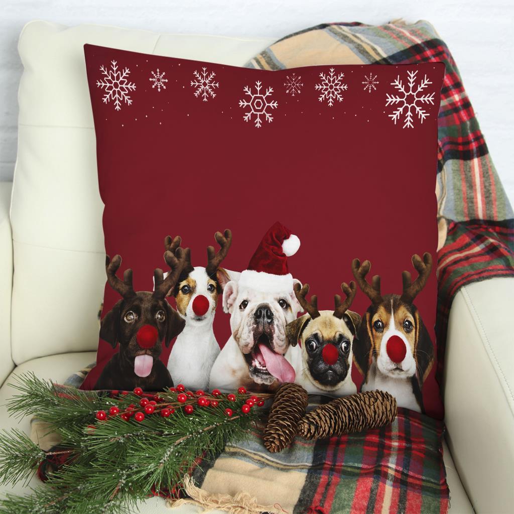 baskılı kırlent kılıfı kırmızı arkaplan şapkalı köpekler ve kar taneleri