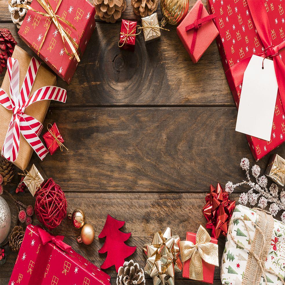 baskılı fon perde kırmızı çam kozalak hediye paketleri noel yılbaşı