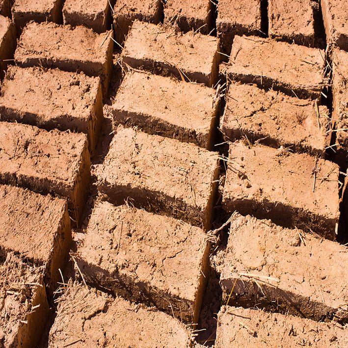 baskılı fon perde kurutulmuş toprak tuğla desenli