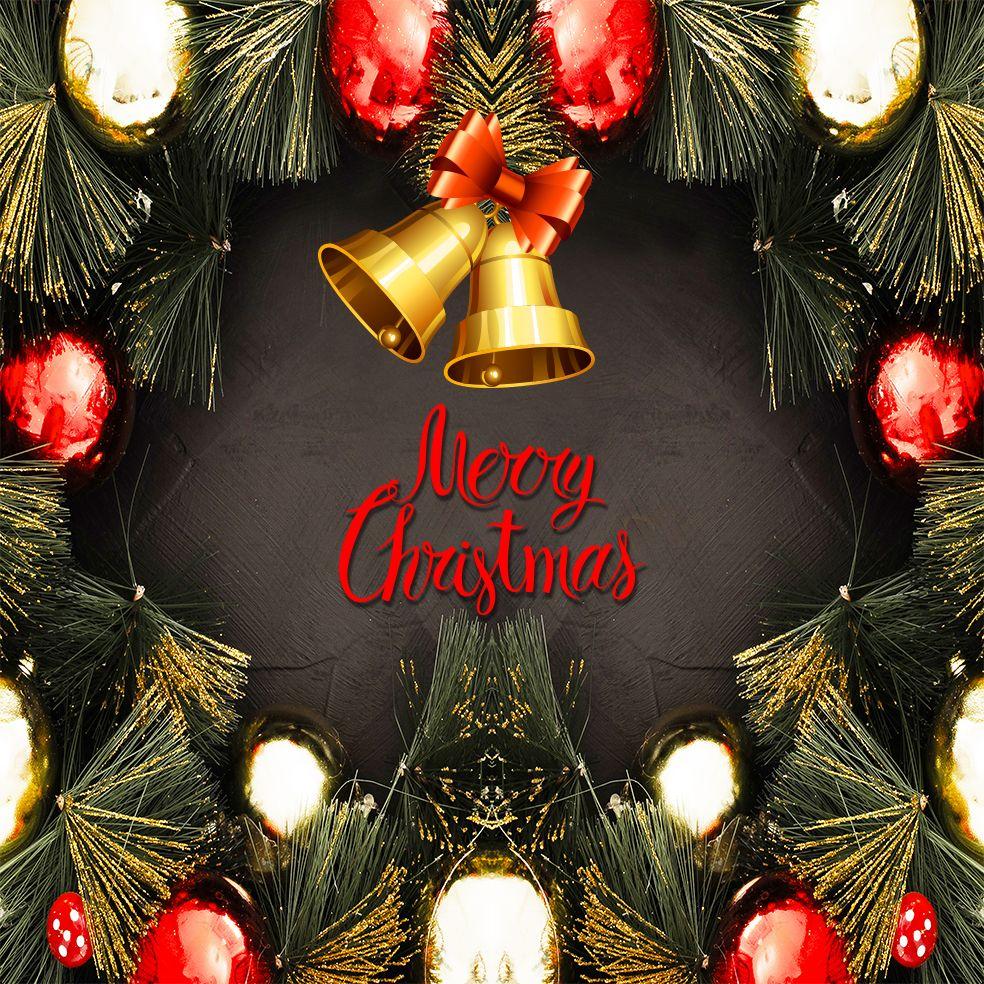 baskılı fon perde yılbaşı noel süsleri ile çam dalları merry christmas
