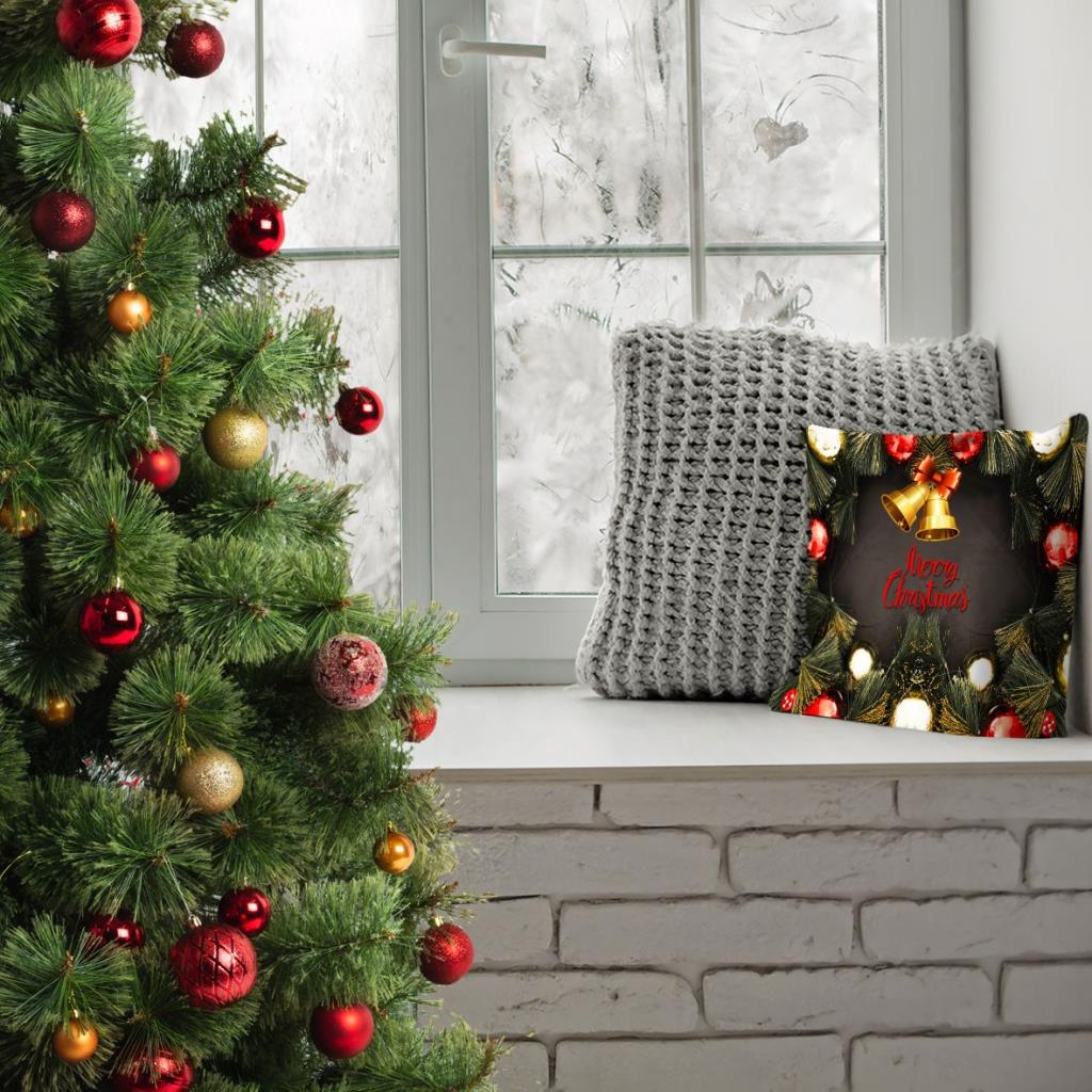 baskılı kırlent kılıfı yılbaşı noel süsleri ile çam dalları merry christmas